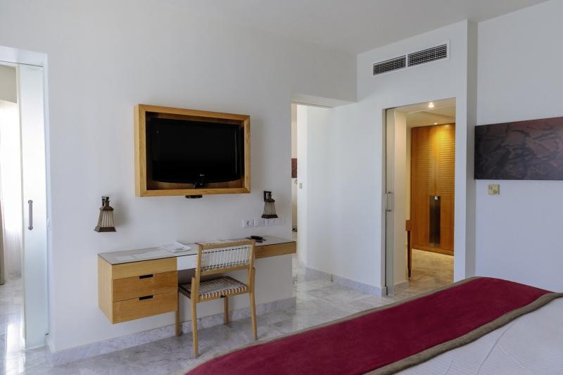 Hotelzimmer mit Volleyball im Mövenpick Resort & Spa El Gouna