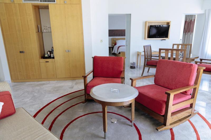 Hotelzimmer mit Mountainbike im Mövenpick Resort & Spa El Gouna