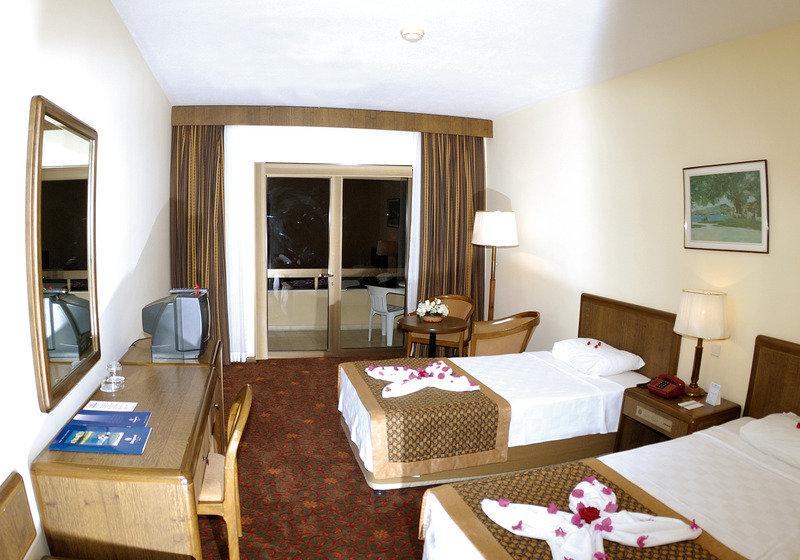 Hotelzimmer mit Volleyball im Özkaymak Incekum Hotel