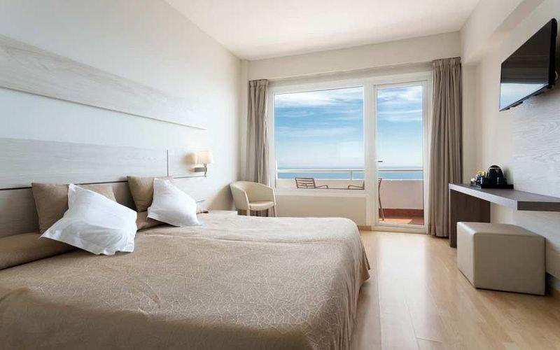 Hotelzimmer mit Volleyball im Hotel Club Palia Maria Eugenia