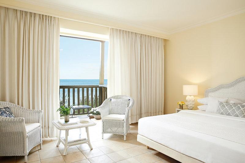 Hotelzimmer mit Volleyball im Grecotel Club Marine Palace