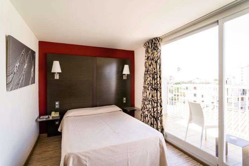 Hotelzimmer mit Mountainbike im Nautic Hotel