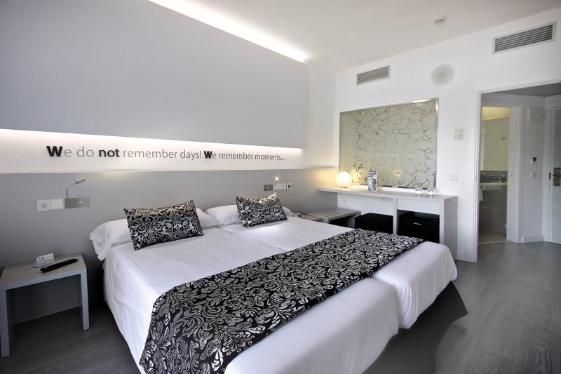 Hotelzimmer im Hotel Pamplona günstig bei weg.de