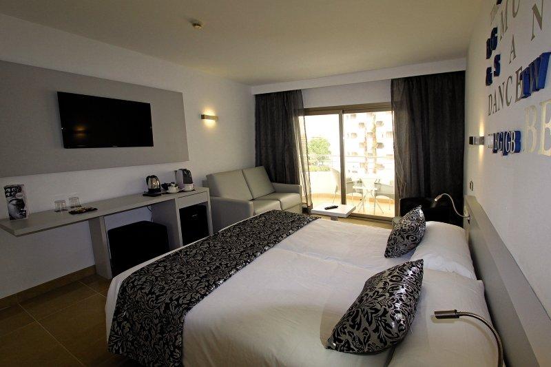 Hotelzimmer mit Volleyball im Hotel Pamplona
