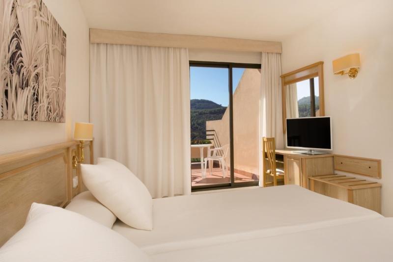 Hotelzimmer mit Volleyball im Olé Galeón Ibiza