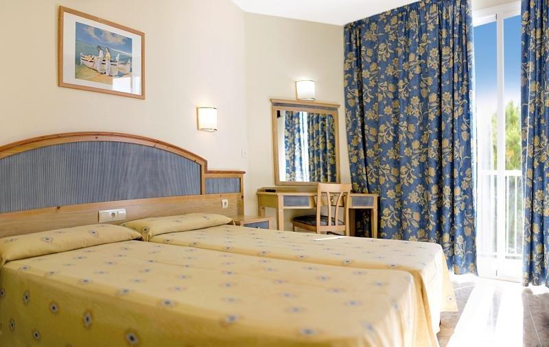 Hotelzimmer mit Volleyball im azuLine Hotel Mar Amantis & Mar Amantis II