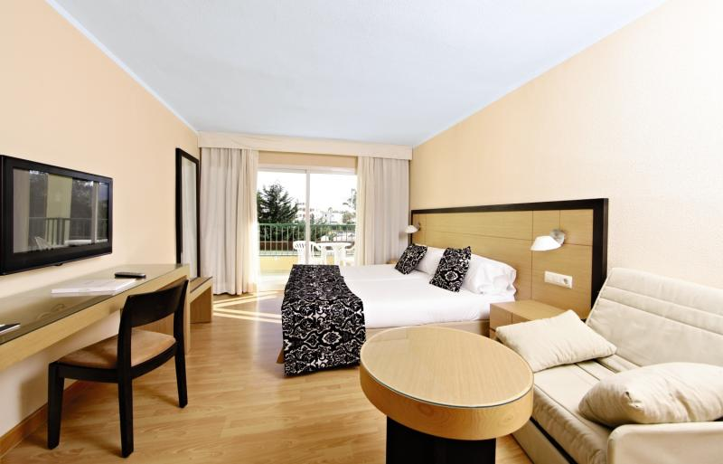 Hotelzimmer mit Volleyball im Hotel Zafiro Tropic