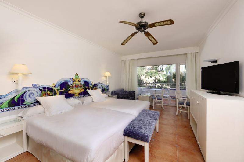 Hotelzimmer mit Mountainbike im Iberostar Costa del Sol