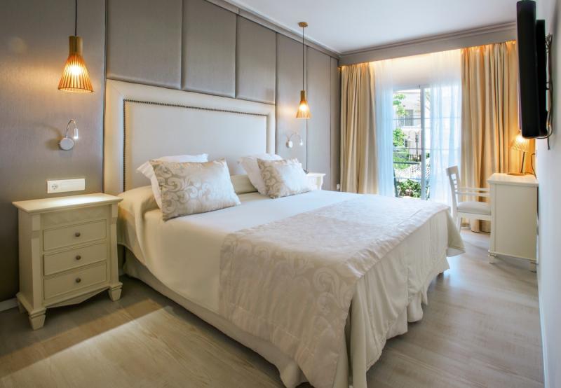 Hotelzimmer mit Mountainbike im VIVA Cala Mesquida Resort & Spa