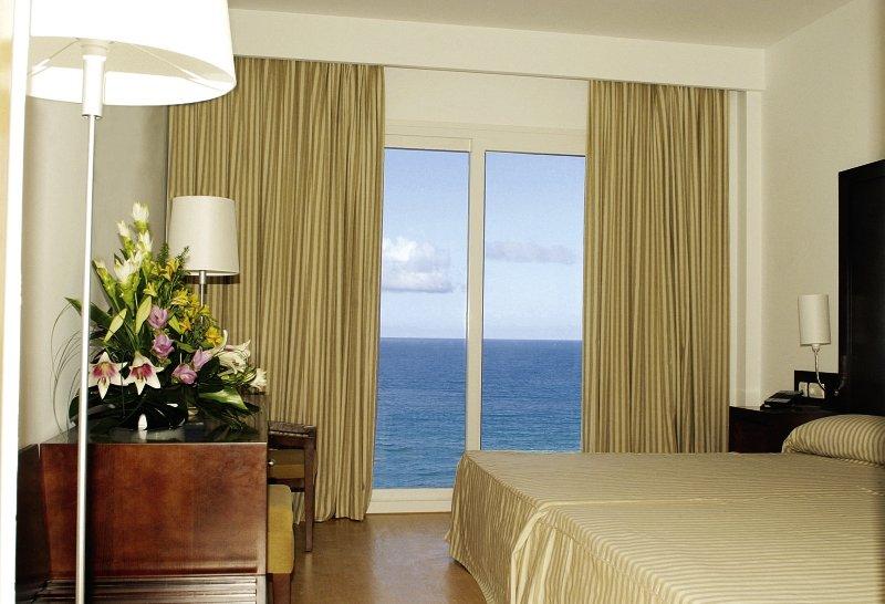 Hotelzimmer mit Golf im Hotel Garbí Costa Luz