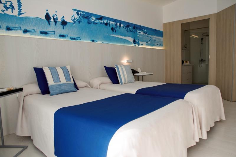 Hotelzimmer mit Mountainbike im ALEGRIA Mar Mediterrania