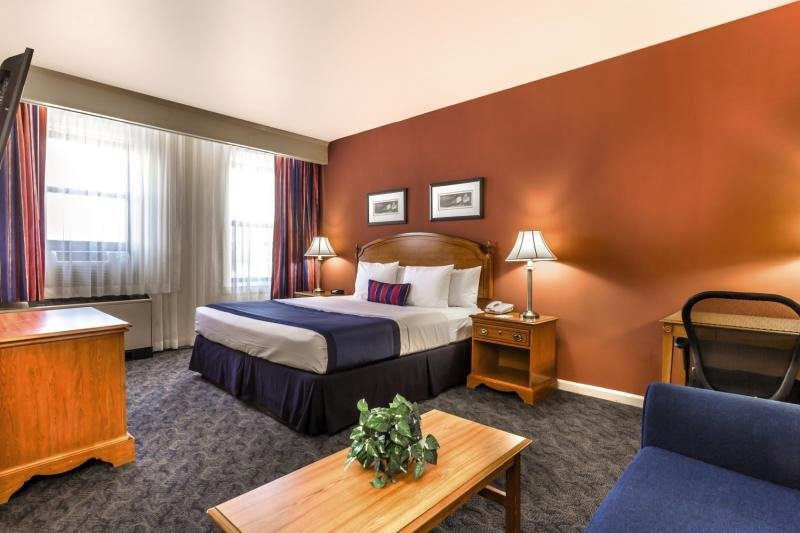 Hotelzimmer mit Aerobic im Ramada by Wyndham Jersey City