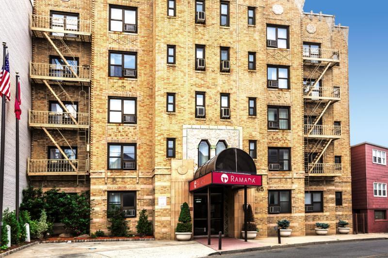 Hotel Ramada by Wyndham Jersey City in New Jersey - Bild von FTI Touristik