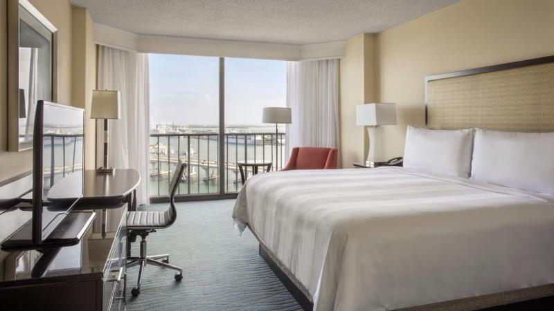 Hotelzimmer mit Golf im Miami Marriott Biscayne Bay