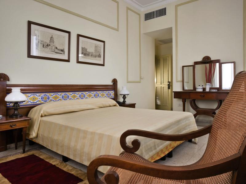 Hotelzimmer mit Tischtennis im Hotel Sevilla