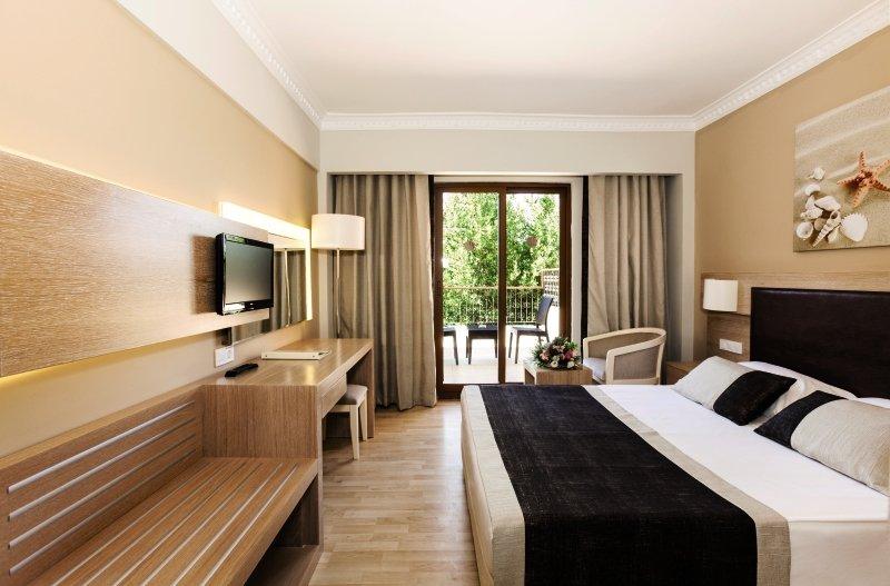 Hotelzimmer im Larissa Stone Palace günstig bei weg.de