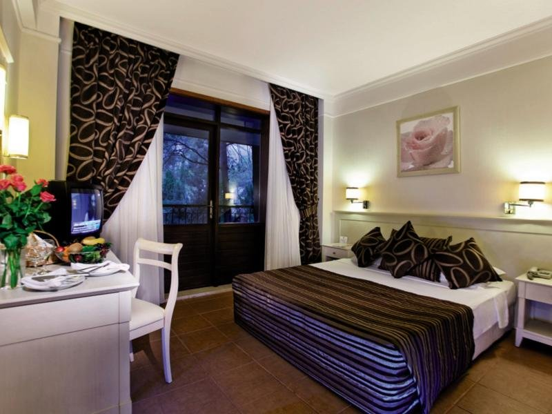 Hotelzimmer im Champion Holiday Village günstig bei weg.de