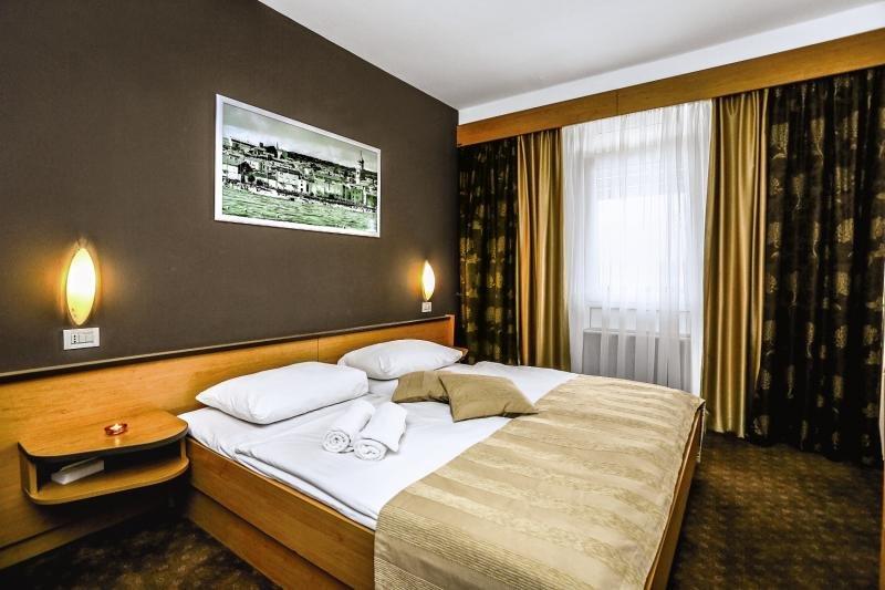 Hotelzimmer mit Minigolf im Dražica Hotel Resort