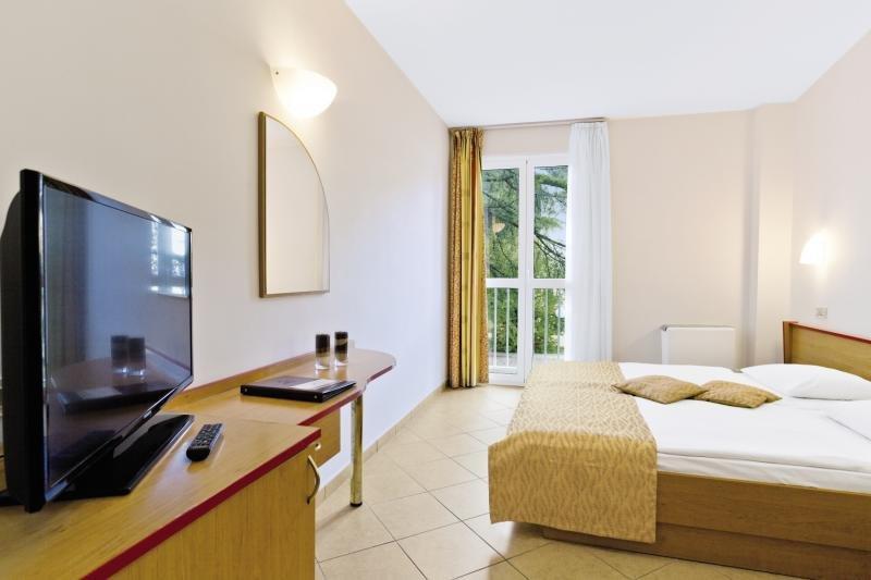Hotelzimmer im Dražica Hotel Resort günstig bei weg.de