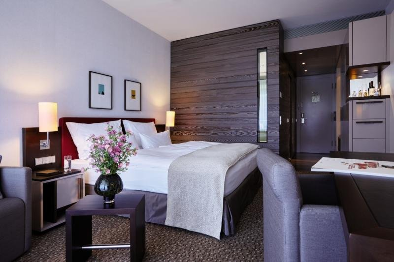 Hotelzimmer mit Fitness im Kempinski Hotel Berchtesgaden