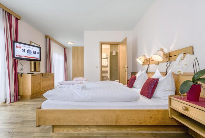 Hotelzimmer mit Tischtennis im Badhaus