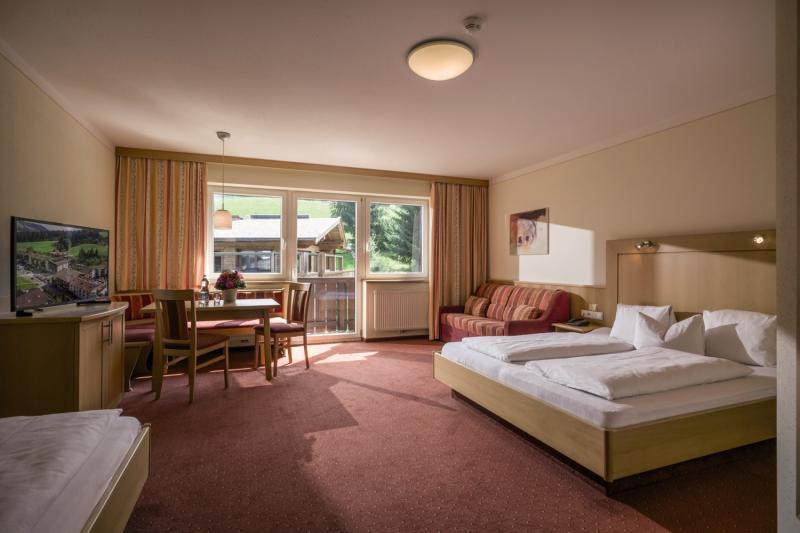 Hotelzimmer im Hotel Kroneck Aschaber günstig bei weg.de
