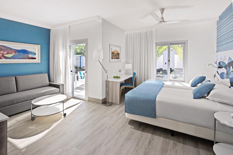Hotelzimmer mit Mountainbike im Elba Premium Suites