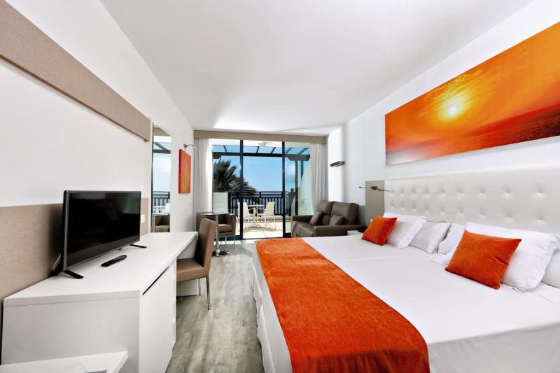 Hotelzimmer mit Volleyball im Sandos Papagayo Beach Resort
