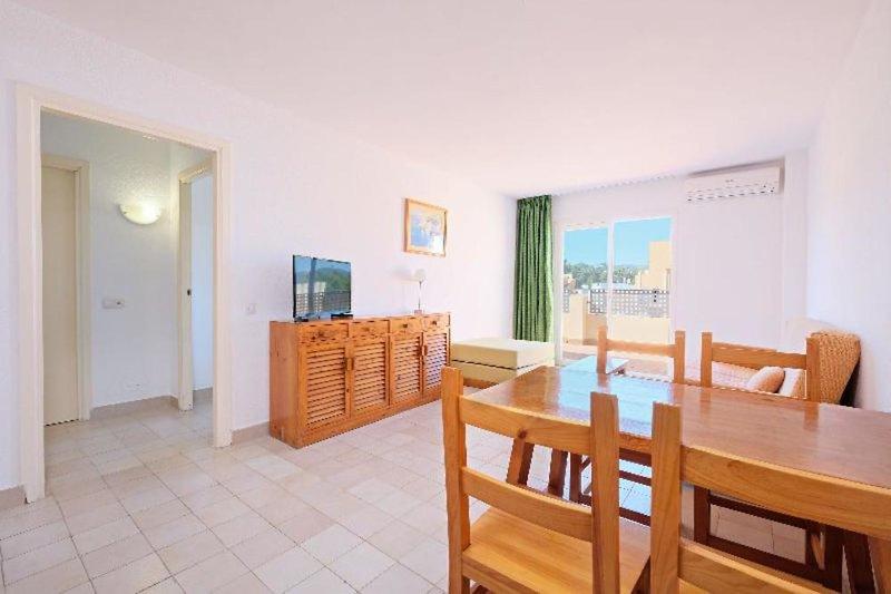 Hotelzimmer mit Tischtennis im azuLine Apartamentos Sunshine