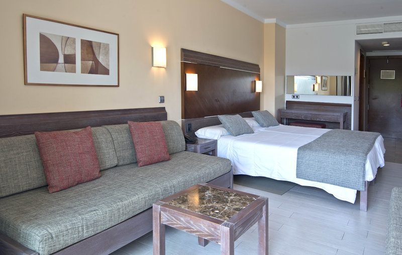Hotelzimmer mit Yoga im Beach Club Font de Sa Cala