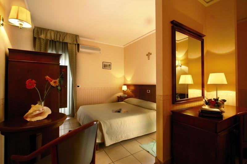 Hotelzimmer im Hotel Santa Lucia günstig bei weg.de