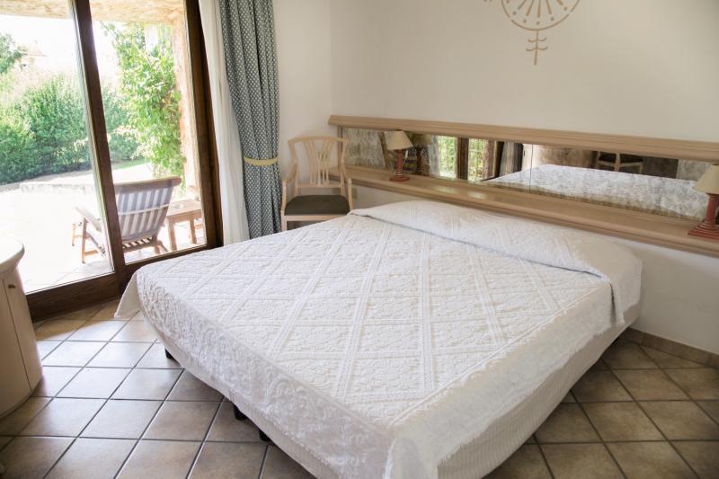 Hotelzimmer mit Volleyball im Sant'Elmo Beach Hotel