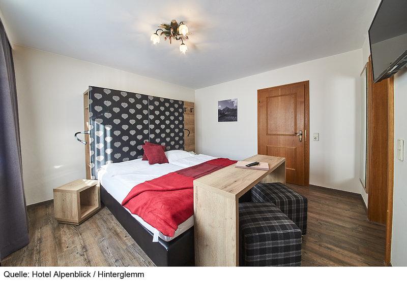 Hotelzimmer mit Tischtennis im Hotel Alpenblick