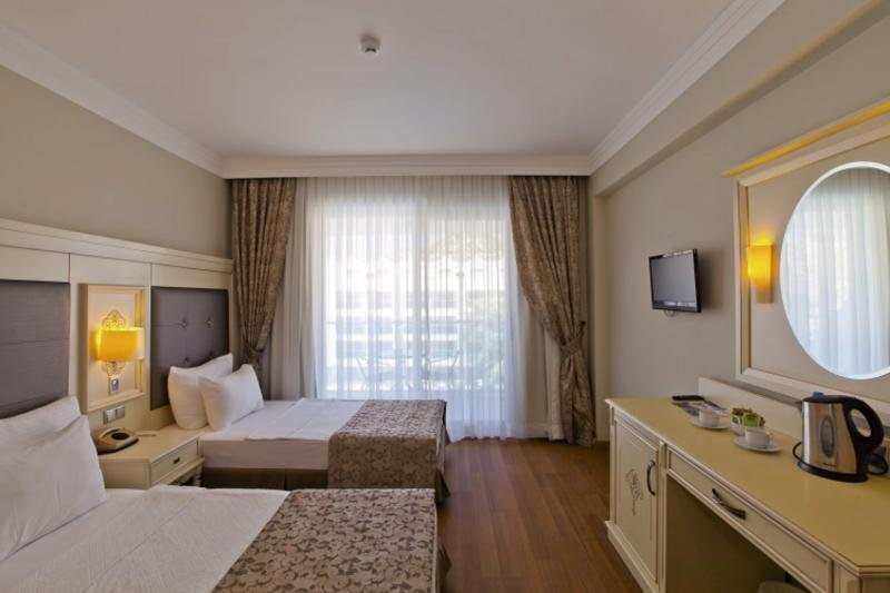 Hotelzimmer im Turunç Resort günstig bei weg.de