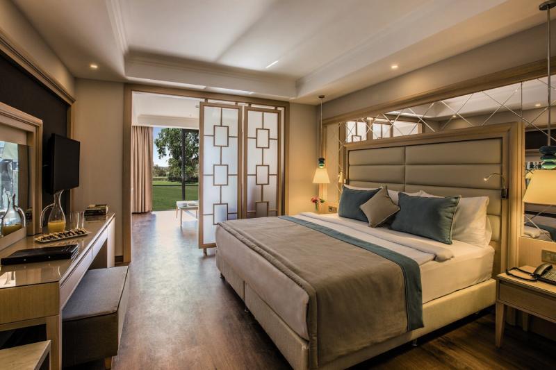Hotelzimmer mit Volleyball im Korumar Ephesus Beach & Spa Resort