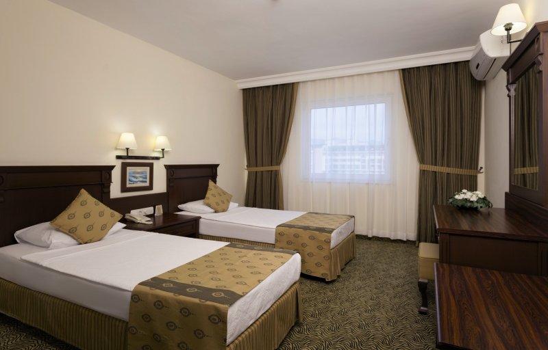 Hotelzimmer im Royal Garden Suit Hotel günstig bei weg.de