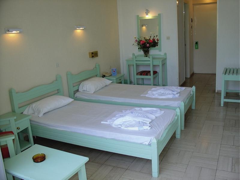 Hotelzimmer mit Tischtennis im CNic Gemini Hotel