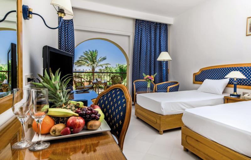 Hotelzimmer mit Volleyball im Desert Rose Resort