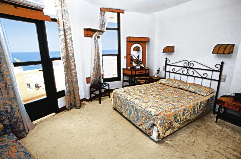 Hotelzimmer mit Tischtennis im Azak Beach Hotel