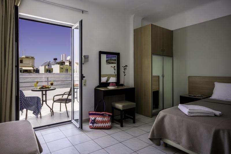 Hotelzimmer mit Tischtennis im Sergios Hotel