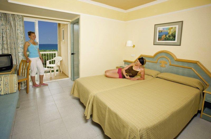 Hotelzimmer mit Minigolf im Grupotel Orient