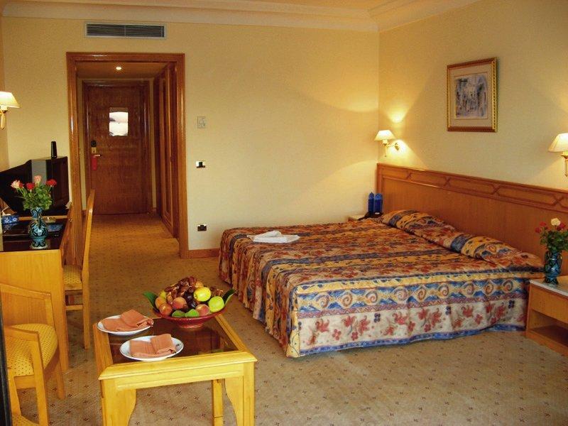 Hotelzimmer mit Volleyball im Orient Palace