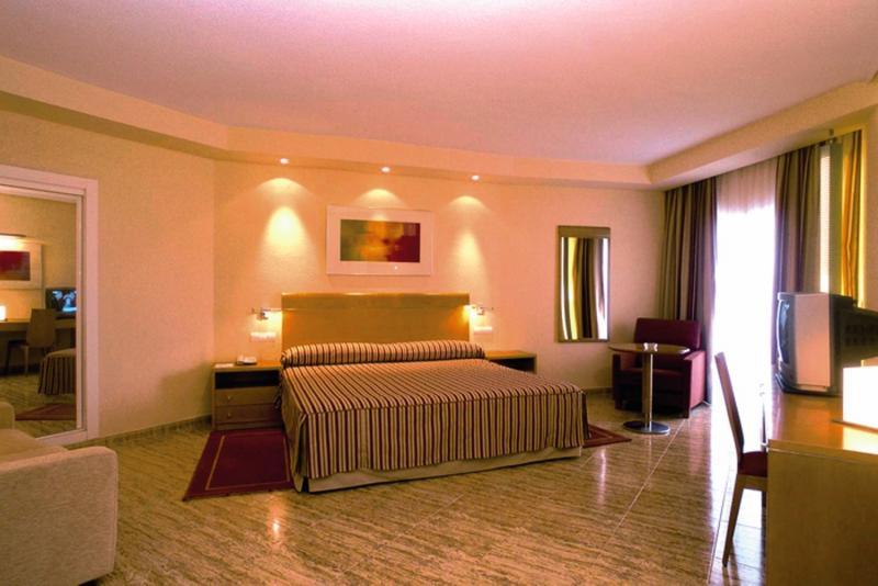 Hotelzimmer mit Golf im Sercotel Spa Porta Maris