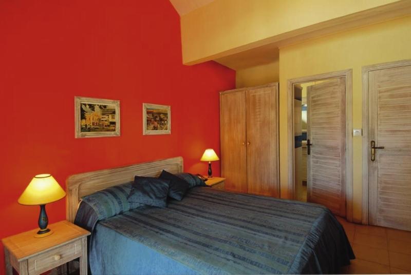 Hotelzimmer mit Tischtennis im Cocotiers Seaside Boutik Hotel