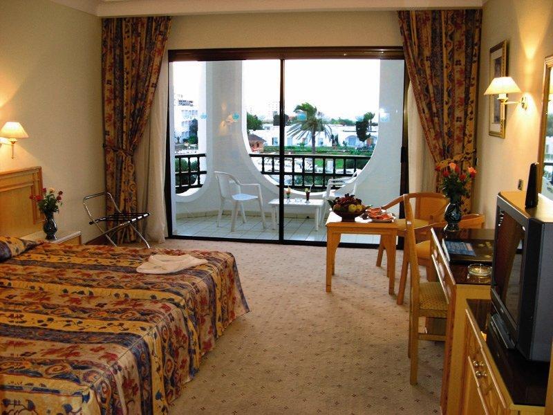 Hotelzimmer mit Mountainbike im Orient Palace