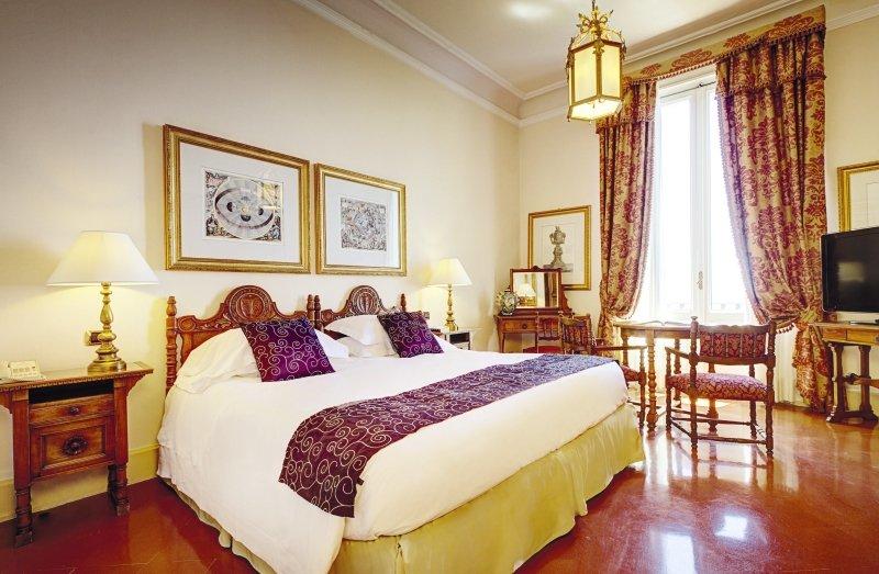 Hotelzimmer mit Wassersport im San Domenico Palace