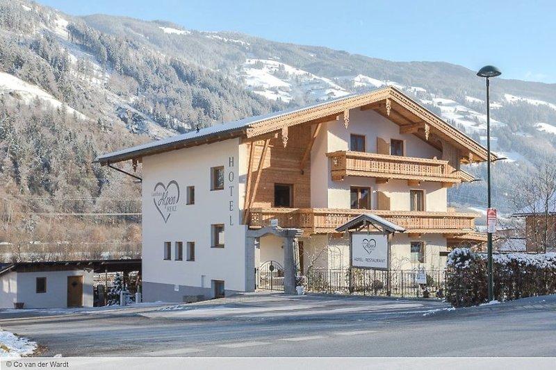 Hotel Landhaus Alpenherz günstig bei weg.de buchen - Bild von Snowtrex